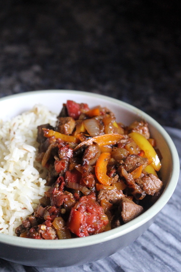 Traditional Turkish saç kavurma recipe ~ Seasoned pan seared lamb with onions and peppers.